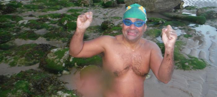 Luiz Pradines de Menezes Junior swims the Channel